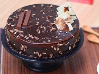 KitKat Delight Chocolate Cake in Noida