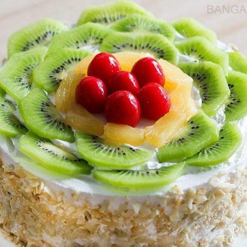 https://media.bakingo.com/sites/default/files/styles/product_image/public/kiwi-fruit-cake-in-bangalore-cake1004flav-b.jpg?tr=h-500,w-500