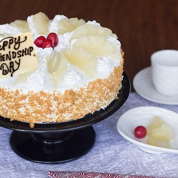 https://media.bakingo.com/sites/default/files/styles/product_image/public/love-at-first-bite-friendship-day-cake-A.jpg?tr=h-360,w-360