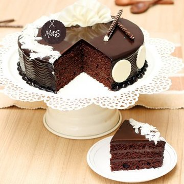 https://media.bakingo.com/sites/default/files/styles/product_image/public/merry-christmas-chocolate-cake-cake1077choc-C.jpg?tr=h-360,w-360