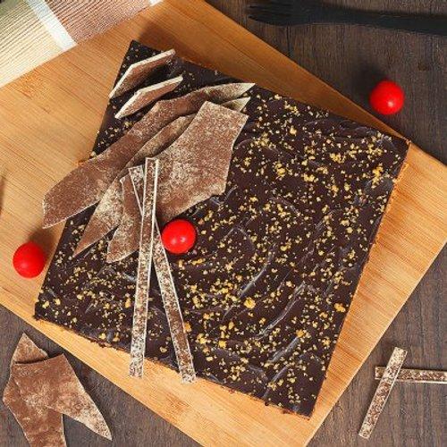https://media.bakingo.com/sites/default/files/styles/product_image/public/orange-square-cake-1kg-cake1546oran-B.jpg?tr=h-500,w-500