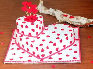 Heart shaped fondant cake