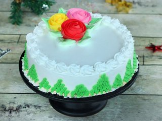 Pineapple Cream Cake With Roses in Bangalore