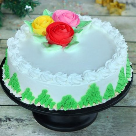 Pineapple Cream Cake With Roses in Noida