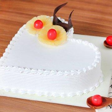 https://media.bakingo.com/sites/default/files/styles/product_image/public/pineapple-heart-shaped-cake-1-cake1495pine-B.jpg?tr=h-360,w-360