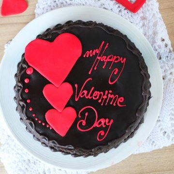 https://media.bakingo.com/sites/default/files/styles/product_image/public/queen-of-hearts-cake0365chtr-310118-B.jpg?tr=h-360,w-360