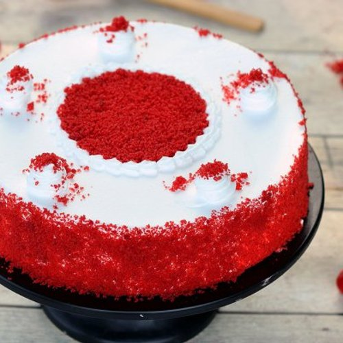 https://media.bakingo.com/sites/default/files/styles/product_image/public/red-velvet-flavored-cake-cake1240redv-A.jpg?tr=h-500,w-500