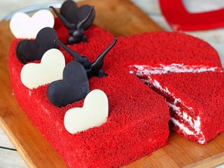 Zoom View of Hearty Velvet Love Cake in Bangalore