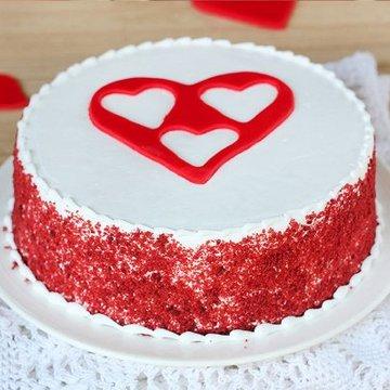 https://media.bakingo.com/sites/default/files/styles/product_image/public/red-velvet-with-3-fondant-heart-cake-in-delhi-cake0909flav-a.jpg?tr=h-360,w-360