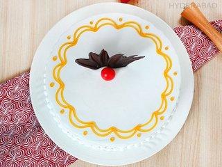 Top View of Vanilla Quest - Round Shaped Vanilla Cake in Hyderabad