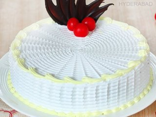 Zoom View of Dreamy Vanilla - Round Shaped Vanilla Cake in Hyderabad