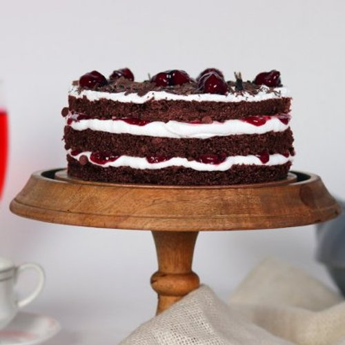 https://media.bakingo.com/sites/default/files/styles/product_image/public/semi-naked-blackforest-cake-cake1640blac_A.jpg?tr=h-500,w-500