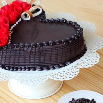 https://media.bakingo.com/sites/default/files/styles/product_image/public/side-view-of-choco-truffle-heart-shape-cake-in-gurgaon-cake0816flav-b.jpg?tr=h-360,w-360