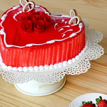 https://media.bakingo.com/sites/default/files/styles/product_image/public/side-view-of-heart-shaped-vanilla-strawberry-cake0859flav-b.jpg?tr=h-360,w-360