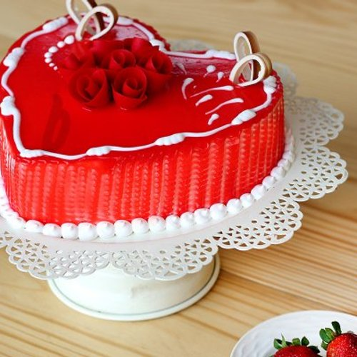 https://media.bakingo.com/sites/default/files/styles/product_image/public/side-view-of-heart-shaped-vanilla-strawberry-cake0859flav-b.jpg?tr=h-500,w-500