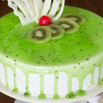 https://media.bakingo.com/sites/default/files/styles/product_image/public/simple-kiwi-cake-C.jpg?tr=h-360,w-360