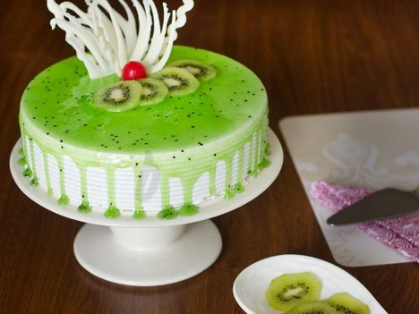 Simple Kiwi Cake in Delhi