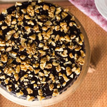 https://media.bakingo.com/sites/default/files/styles/product_image/public/sliced-view-of-chocolate-nut-cake-in-delhi-cake0751flav-b.jpg?tr=h-360,w-360