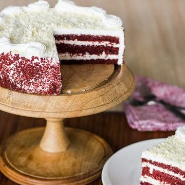 https://media.bakingo.com/sites/default/files/styles/product_image/public/sliced-view-of-red-velvet-cake-in-delhi-cake0769flav-b.jpg?tr=h-360,w-360