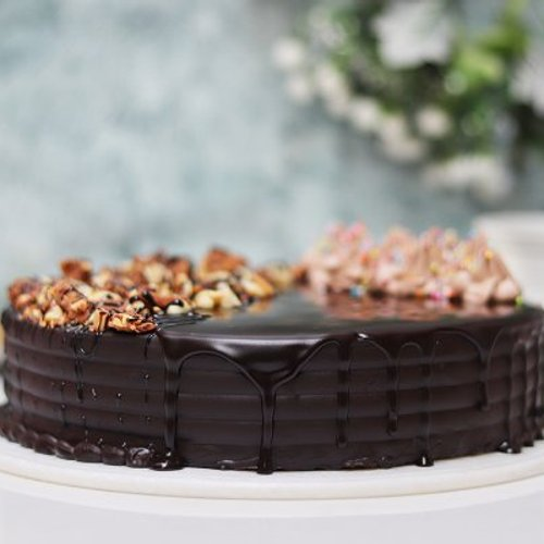 https://media.bakingo.com/sites/default/files/styles/product_image/public/snickers-cake-with-nuts-cake1633choc-B.jpg?tr=h-500,w-500