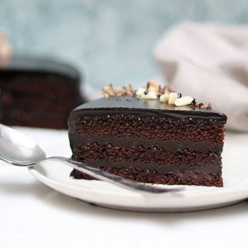 https://media.bakingo.com/sites/default/files/styles/product_image/public/snickers-cake-with-nuts-cake1633choc-C.jpg?tr=h-500,w-500