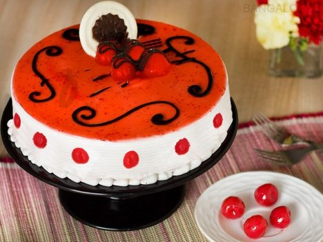Strawberry Cake Order Online in Bangalore