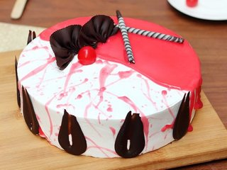 Strawberry Vanilla Cake in Gurgaon