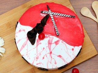 Top View of Strawberry Vanilla Cake in Noida