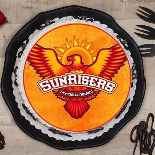https://media.bakingo.com/sites/default/files/styles/product_image/public/sunrisers-hyderabad-poster-cake-phot1602flav-A.jpg?tr=h-500,w-500