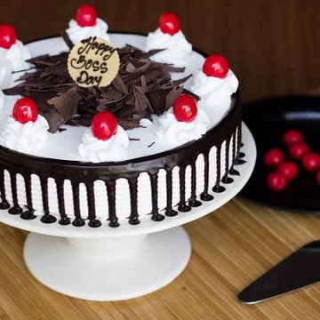 https://media.bakingo.com/sites/default/files/styles/product_image/public/teachers-day-black-forest-cake-cake909blac-A.jpg?tr=h-360,w-360