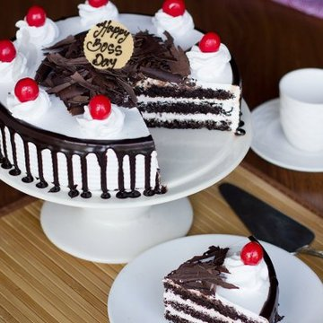 https://media.bakingo.com/sites/default/files/styles/product_image/public/teachers-day-black-forest-cake-cake909blac-B.jpg?tr=h-360,w-360