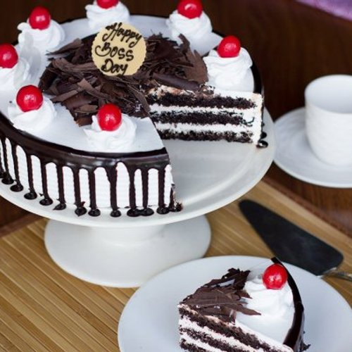 https://media.bakingo.com/sites/default/files/styles/product_image/public/teachers-day-black-forest-cake-cake909blac-B.jpg?tr=h-500,w-500