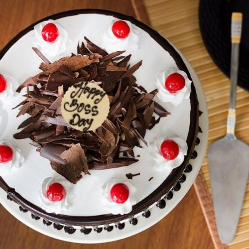 https://media.bakingo.com/sites/default/files/styles/product_image/public/teachers-day-black-forest-cake-cake909blac-C.jpg?tr=h-500,w-500