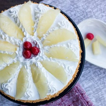 https://media.bakingo.com/sites/default/files/styles/product_image/public/top-view-of-hawaiian-pineapple-cake-in-gurgaon-cake0789flav-b.jpg?tr=h-360,w-360