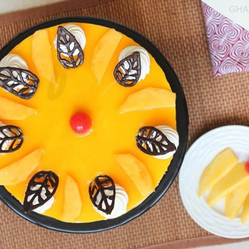 https://media.bakingo.com/sites/default/files/styles/product_image/public/top-view-of-mango-cheese-cake-in-ghaziabad-cake0871flav-c.jpg?tr=h-500,w-500