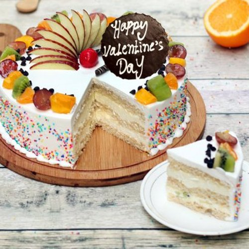 https://media.bakingo.com/sites/default/files/styles/product_image/public/valentines-day-fruit-cake-cake1143frui-C.jpg?tr=h-500,w-500
