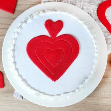 https://media.bakingo.com/sites/default/files/styles/product_image/public/vanilla-fondant-cake-in-gurgaon-cake0926flav-b.jpg?tr=h-360,w-360