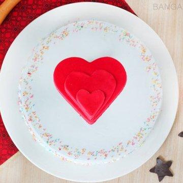https://media.bakingo.com/sites/default/files/styles/product_image/public/vanilla-funfetti-cake-in-bangalore-cake1041flav-b.jpg?tr=h-360,w-360