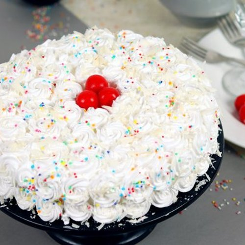 https://media.bakingo.com/sites/default/files/styles/product_image/public/white-forest-cake-with-cherries-cake1603whit-A.jpg?tr=h-500,w-500
