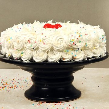 https://media.bakingo.com/sites/default/files/styles/product_image/public/white-forest-cake-with-cherries-cake1603whit-B.jpg?tr=h-360,w-360