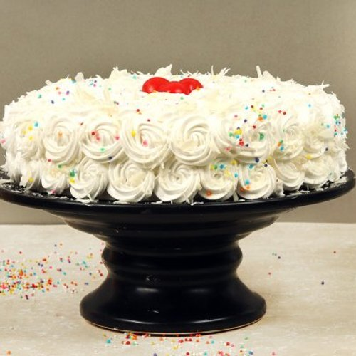 https://media.bakingo.com/sites/default/files/styles/product_image/public/white-forest-cake-with-cherries-cake1603whit-B.jpg?tr=h-500,w-500