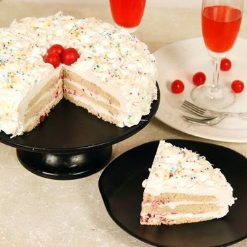 https://media.bakingo.com/sites/default/files/styles/product_image/public/white-forest-cake-with-cherries-cake1603whit-D.jpg?tr=h-360,w-360