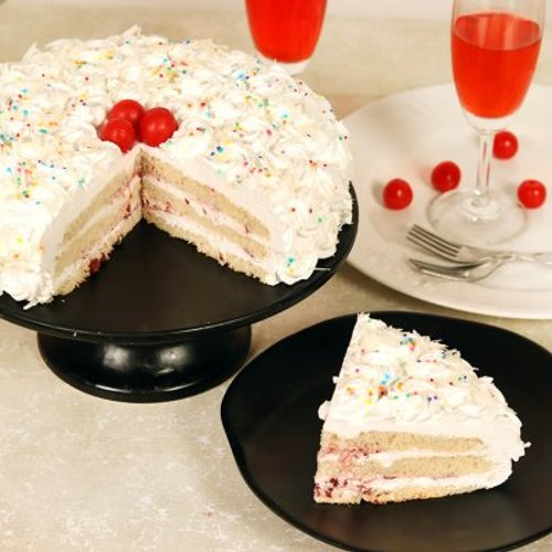 https://media.bakingo.com/sites/default/files/styles/product_image/public/white-forest-cake-with-cherries-cake1603whit-D.jpg?tr=h-500,w-500