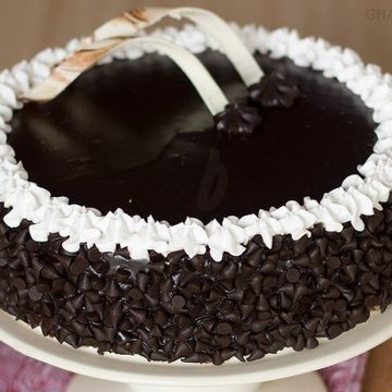 https://media.bakingo.com/sites/default/files/styles/product_image/public/zoom-view-of-choco-chip-cake-in-ghaziabad-cake0843flav-c.jpg?tr=h-360,w-360