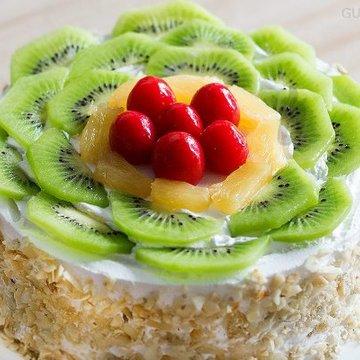 https://media.bakingo.com/sites/default/files/styles/product_image/public/zoom-view-of-kiwi-fruit-cake-in-gurgaon-cake0810flav-b.jpg?tr=h-360,w-360