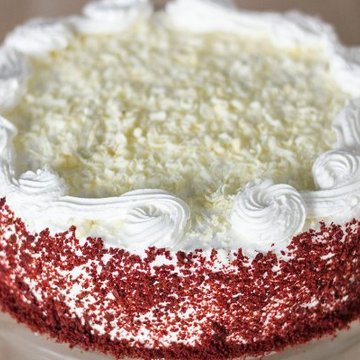 https://media.bakingo.com/sites/default/files/styles/product_image/public/zoom-view-of-red-velvet-cake-in-delhi-cake0769flav-c.jpg?tr=h-360,w-360