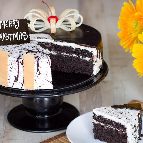 https://media.bakingo.com/sites/default/files/tantalizing-christmas-twist-B-cake0218chva.jpg