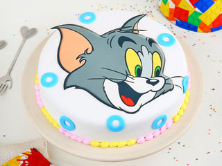 Round Fondant Tom Cake