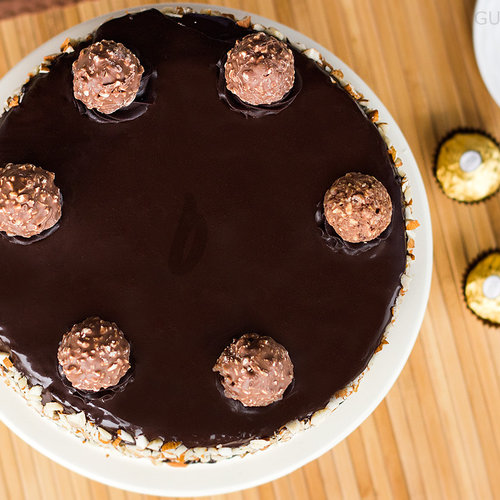 https://media.bakingo.com/sites/default/files/top-view-of-ferrero-rocher-cake-in-gurgaon-cake0800flav-b.jpg