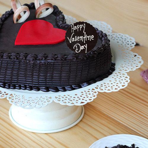 https://media.bakingo.com/sites/default/files/valentines-day-choco-truffle-heart-cake-cake1714choc-B.jpg